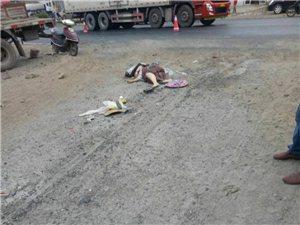 霍邱105��道又出事故,人好像�]了。