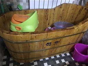 8成新浴盆。送一次性浴袋。大人小朋友用都很好。送加�岚簟�