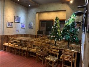 酒吧到期,低�r出售�D�酒吧�鹊母鞣N桌子、椅子、�艟摺⒀b���、冰箱、冰柜及部份�N房用品。有需求的���