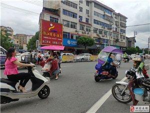 �@是一��大����,小�喜�g的路口,你��怎么看待�@��路口呀。