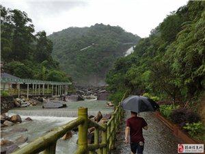 雨闯龙归寨瀑布