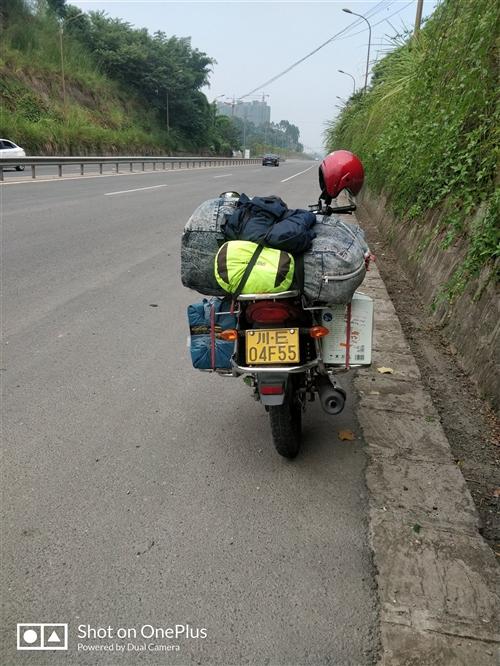 出一架摩托车  铃木GR150