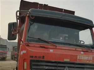 干活中的十轮自卸车