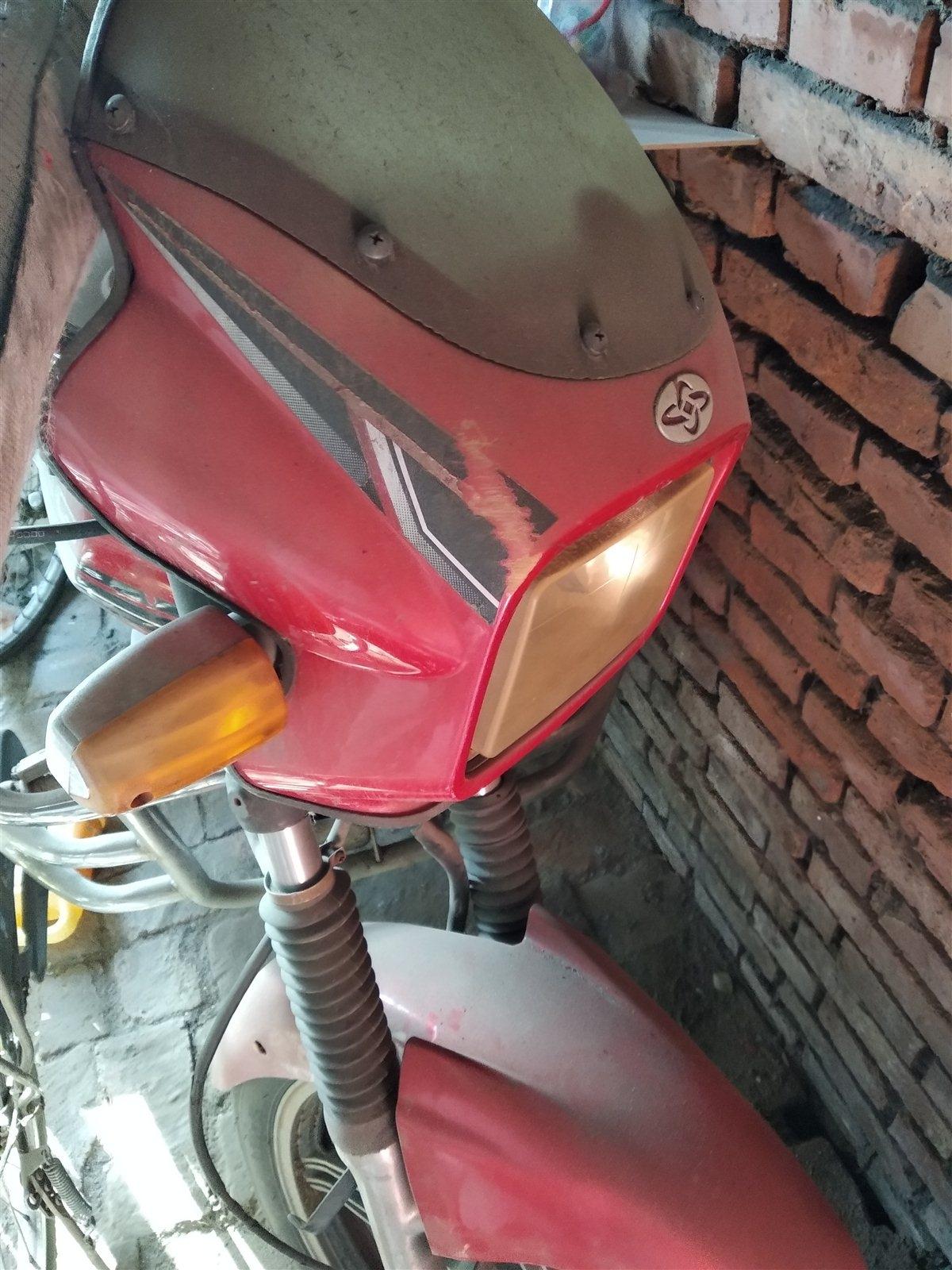 摩托車嘉陵125