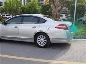 天籁银色轿车
