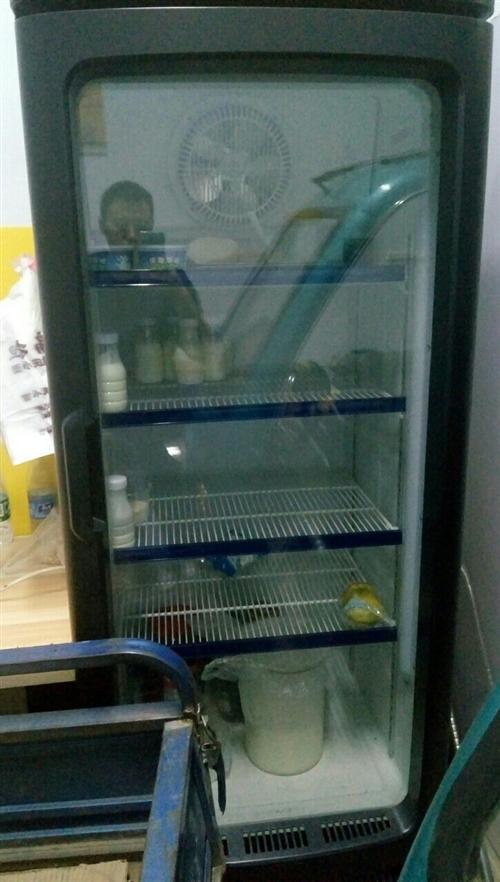 出售展示柜,冷冻柜,消毒柜,吧台,两套桌椅(九成新