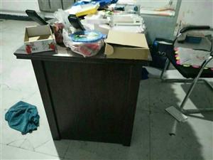 出售99成新办公桌,价格面议