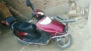 个人一手踏板摩托车