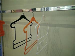 服装货架(314不锈钢)、童装衣架低价出售