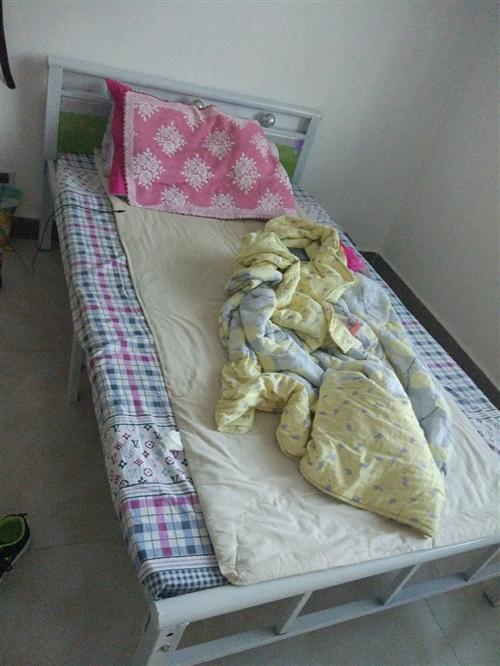 出售双人床,价格实惠