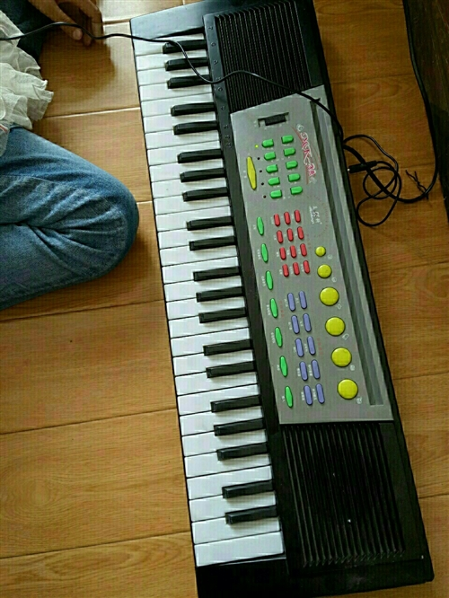 出售电子琴一台