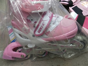 全新狮普高套装冰鞋,32-35码,适合3...