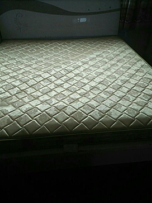 出售两张二手双人床,床垫!床垫200元!...