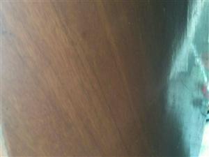 实木桌面,九成新,成色好。