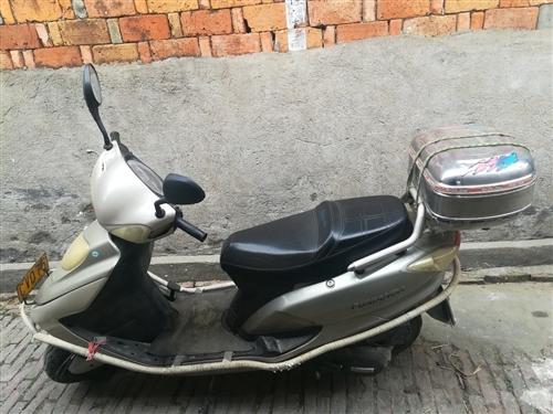 踏板摩托车一辆现卖800元
