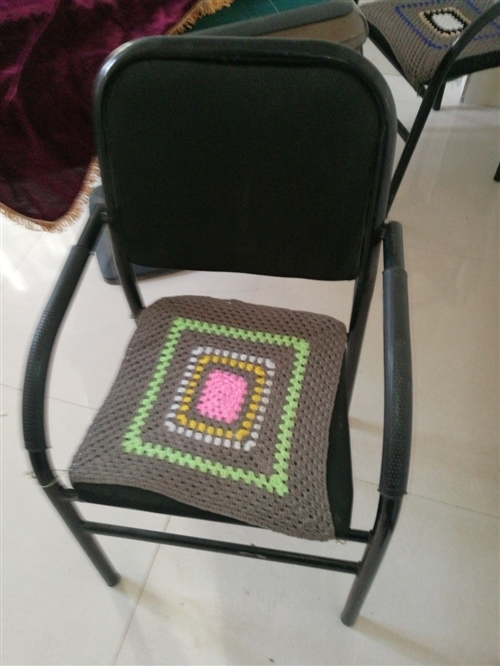 收購八把椅子。有賣的電聊!