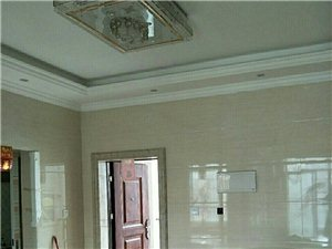 东湖豪景  2室2厅1卫  装修未住过 66万元