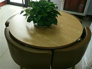 圆桌面,四个椅子,整体没换,刚买不久,喜...