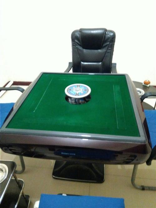 现有一台八成新松乐麻将桌(含麻将牌两幅)...
