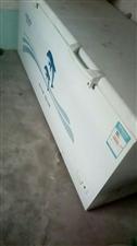 出售冰柜一台2米。买了一年用了两个月,3...