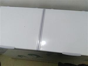 本人底价转让一台两米展示柜两台冰柜,发票齐全(才买一个月)电话::1372980600