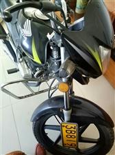 五羊本田峰翼125摩托车