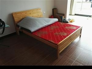 因房屋到期,现特价转让一张实木床,1.5米,9成新,带床垫。如有需要者请联系!13757015581...