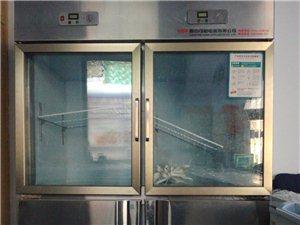 出售四门冷柜一台,九九成新,仅用了两个月,1500元,86366901