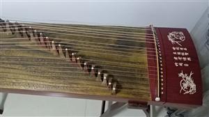 17年8月份购买的,孩子初学古筝所用,现在换琴了,故出,9成新,送A架,琴谱架,调琴扳手。这个古筝质...