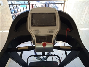 """闲置佑美A900家用多功能跑步机,低价转让,有意者联系。送:扭腰盘,""""散步机"""",多瓶硅油,减震垫。"""