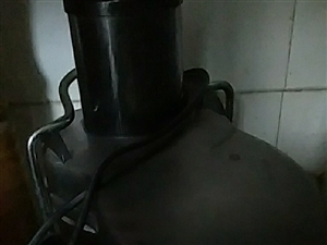 本人有一英达果汁渣汁分离机,需要的联系18635941279同微信