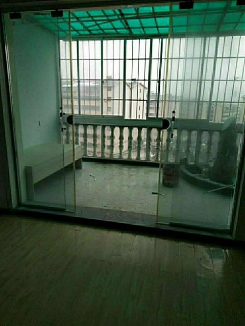紫江花園,128平米,4室1廳1廚2衛1陽臺,精裝,空房,售價,38.8萬