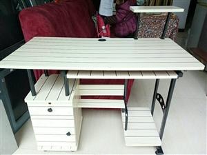 出售一架八成新的双人床.和电脑桌
