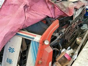 收割机,买来原值12.8万,吨位2.5吨,收割水稻,小麦等等非常好