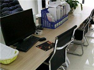 办公家具一套,老板桌两张,6人卡座带椅子,办公沙发一套,带茶台,保险柜一个,全部99新,三折处理,非...
