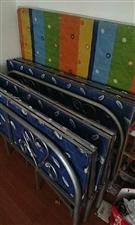 1.5米折叠床2张     九成新!现因搬家低价出售!价格面议!15993606130