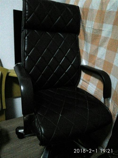 虹桥班椅子闲置欲转让。?#34892;?#35201;的看过来。可议价。