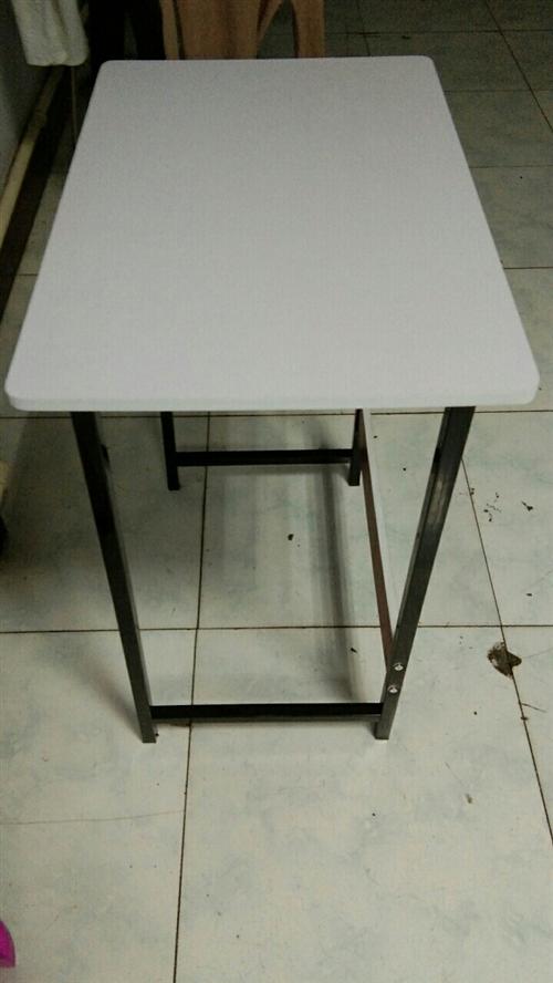 底价出售几个小桌子60长,40宽。