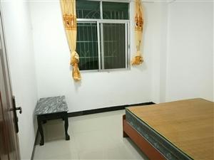 楼梯房3室2厅2卫1800元/月