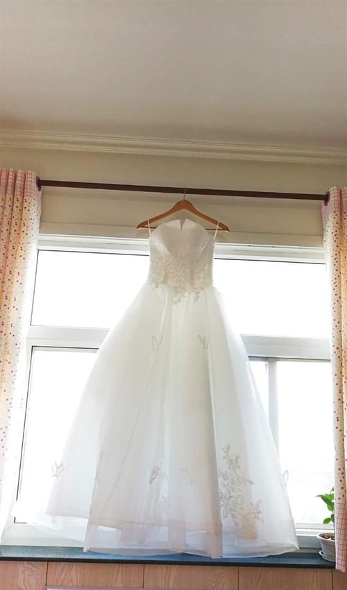 出售婚紗一套,只穿了一次,原價四百,現半價出售,另有披肩,頭飾