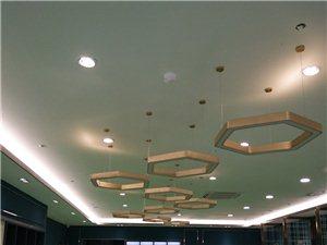 专业安装灯具