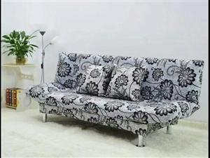 本人有一张1.8双人席梦思木头床,折叠沙发床,玻璃茶几,因为要回家给钱就卖,9成新,非诚勿扰??