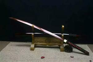 个人出售锻打古剑 所为的锻打,就是造剑老铁匠,通过传统工艺+火绕一锤一锤打出来,纹路可以看出,铁片压...