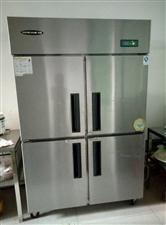 冰箱/烤箱/搅拌机/桌椅。九成新。价格绝对便宜!