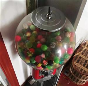 弹力球售卖机。原价总计680元。弹力球单个售价1元,颜色随机,好玩,适合学校周边商店提高人气使用,一...
