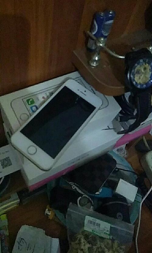 苹果5S土豪金16G,15年4099元购买,在家里放了半年,本舍不得卖,但自己又用不上,和大众手机一...