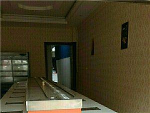 隆基商业广场门口3室1厅1卫3800元/月