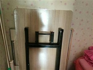 4张折叠桌,40元一张    15106531728