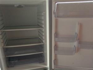 因工作调动不在本地居住,有一台海尔家用三温冰柜出售,买的时候两千多,用了不到两年。外观无磕碰,非常适...