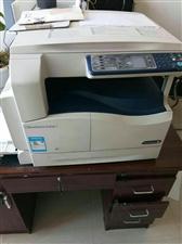 打印机2两个9成新   入手时4800   现卖2500 地址华南街里一中东门天天向上文化学校  联...